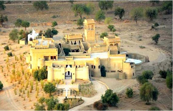 """""""Михир гарх"""" это отель в красивом уединении, находящийся в пустыне тар"""